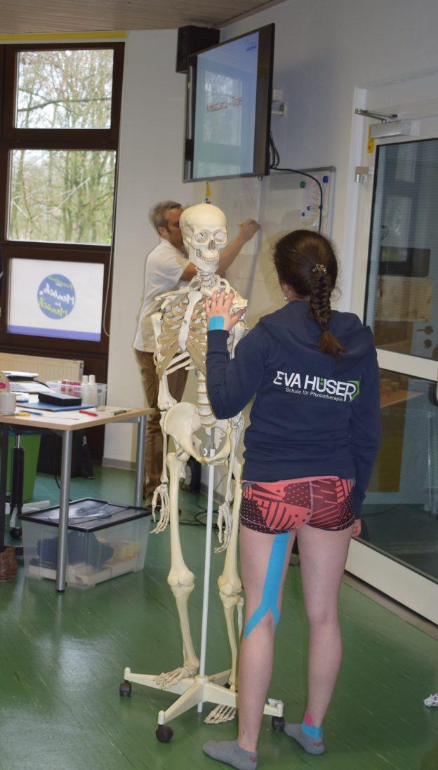 Kinesio-Tape-Kurs an der Eva Hüser Physiotherapieschule